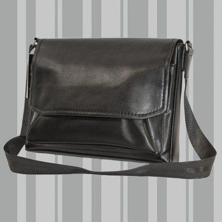 BSU 0111 Condizione:  Nuovo prodotto  € 34,90 Borsa uomo in ecopelle nera. importato, realizzato su progetto in stile made in Italy.