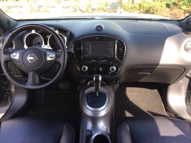 2011 Nissan Juke SUV  When the Son shines in, she Glimmers Iridescent!