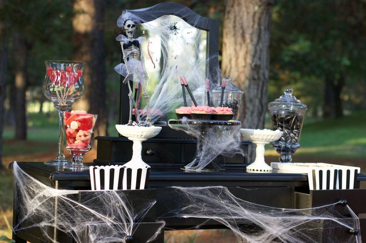 Halloween Photshoot Buffet By Platinum Invitations & Candy Buffets