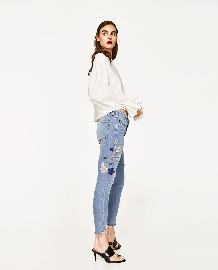 MID-RISE JEANS WITH FLORAL EMBROIDERY