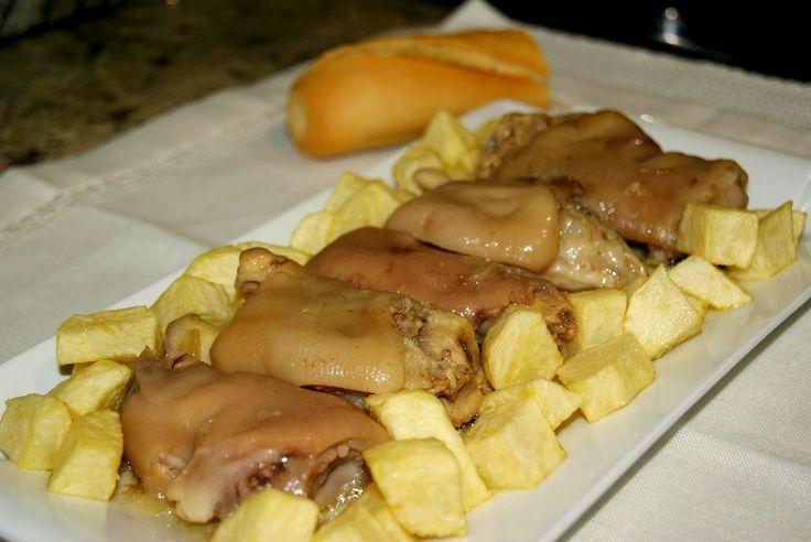 Éxito asegurado! Cocina Pies de cerdo guisados con esta receta paso a paso y sorprende a tu familia. Recetas fáciles para cocinar rico y variado con poco dinero.