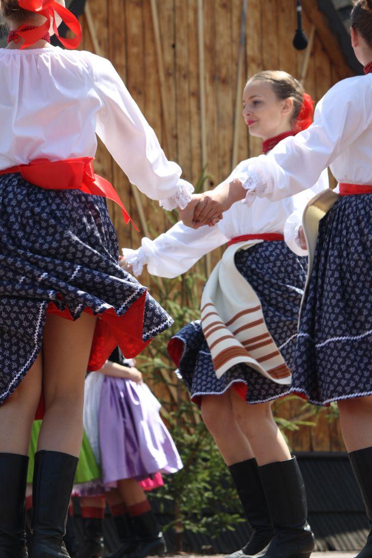 Stylizated folk costumes from region Horehronie, Central Slovakia. www.SELLaBIZ.gr ΠΩΛΗΣΕΙΣ ΕΠΙΧΕΙΡΗΣΕΩΝ ΔΩΡΕΑΝ ΑΓΓΕΛΙΕΣ ΠΩΛΗΣΗΣ ΕΠΙΧΕΙΡΗΣΗΣ BUSINESS FOR SALE FREE OF CHARGE PUBLICATION