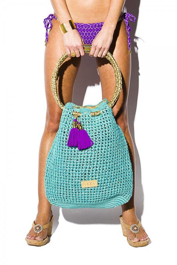 Turquoise like the Caribbean Sea: The exclusive tote beach bag