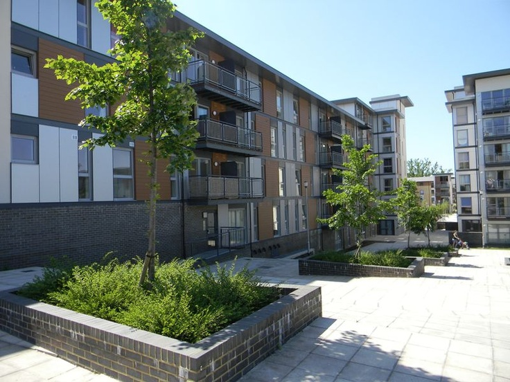 Monthly Rental Of £875  2 Bedroom Upper Floor Flat Flat - Commonwealth Drive, Crawley, West Sussex, RH10 1AT Estate Agents