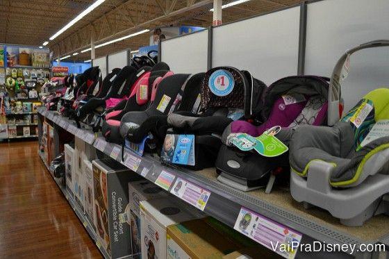 Cadeirinhas para carro no Walmart de Orlando: não precisa alugar o da locadora de carros e ainda pode trazer pro Brasil se sobrar espaço na mala