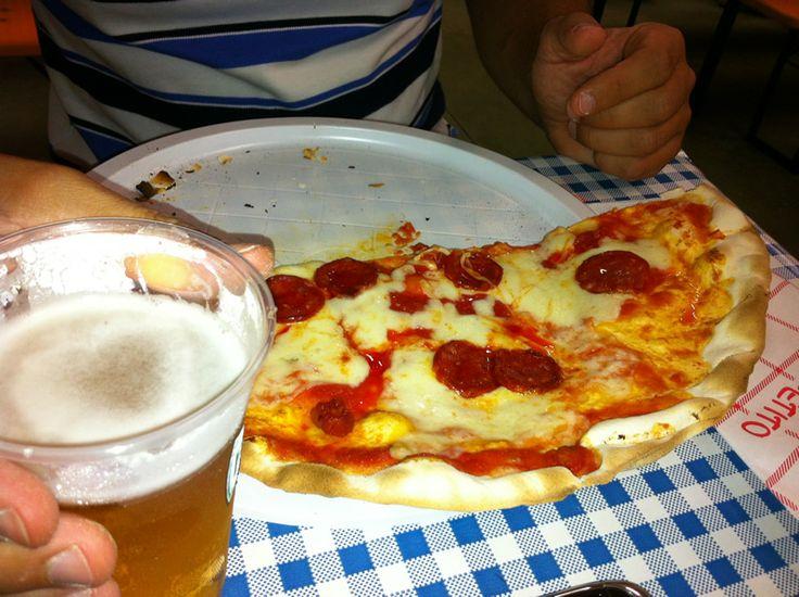 Perché no? Un pizza la potete trovare anche nel menù di una sagra o festa di paese...