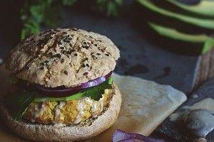 Burger vegetarian de naut - Culinar.ro