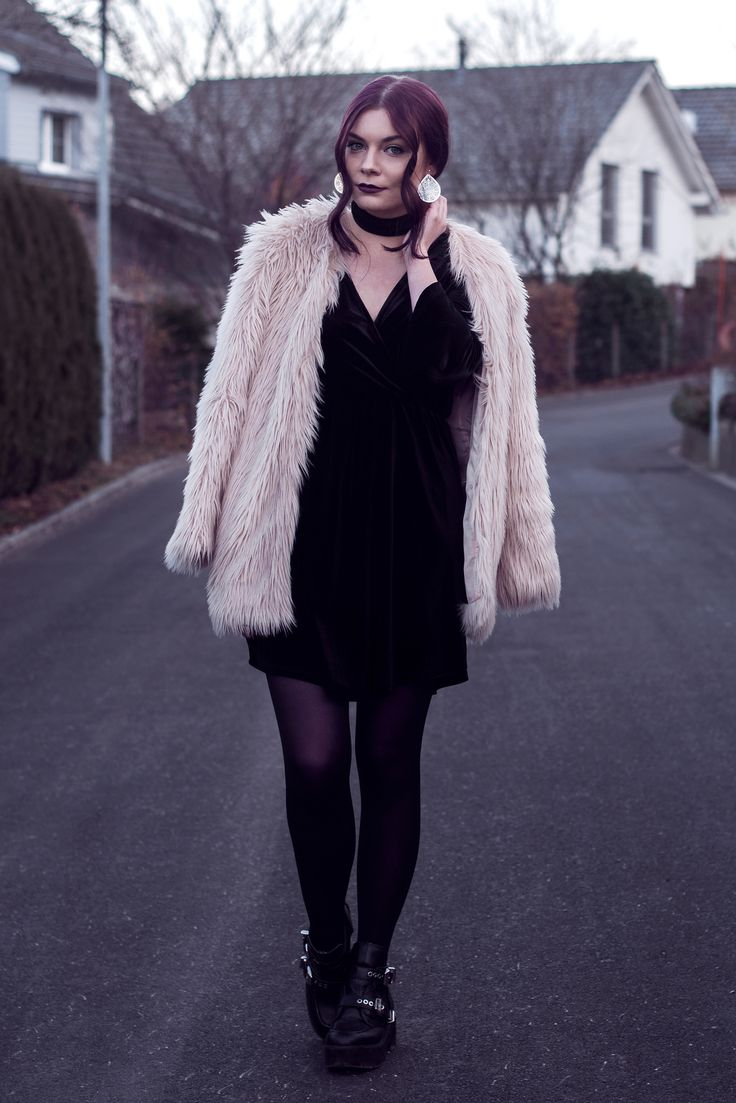 Selina Faux Fur Coat #2 | Picture taken with self timer for one of my outfit posts | Moonlight Bohemian