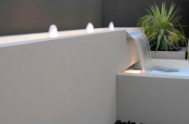 Wasserfall gestaltung-terrasse dekorieren-für harmonie-sorgen