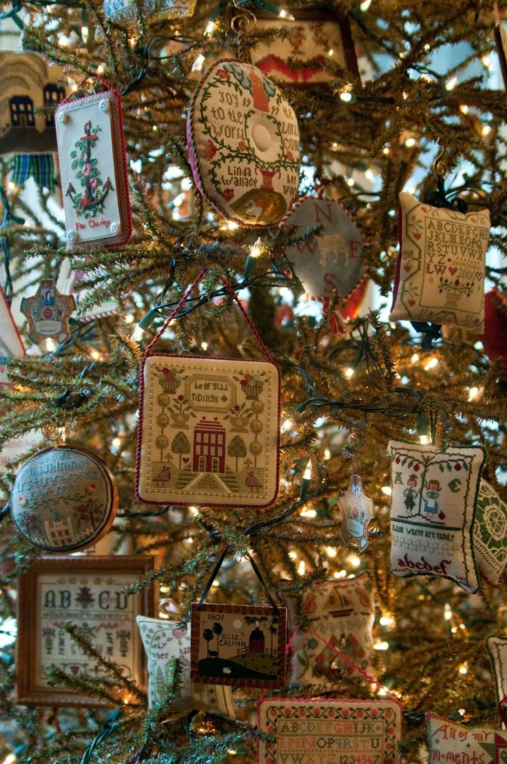 Primitive country christmas decorations - Find This Pin And More On Christmas Trees Colonial Primitive Country Design