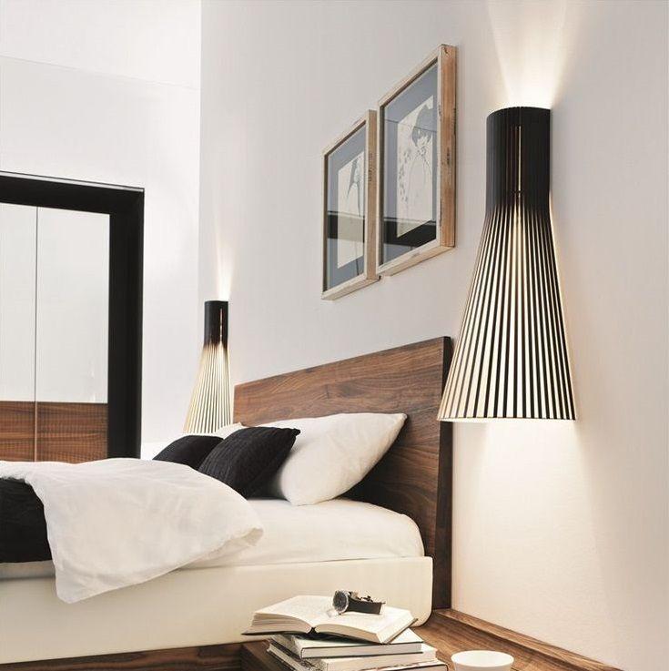 Créé par Seppo Koho, le designer à l'origine de la marque Secto design, le modèle 4230 est un exemple de design scandinave.   Réalisée à la main, cette applique murale propose un style épuré dans la plus pure tradition du design scandinave. Sa structure ajourée filtre la lumière de manière particulièrement douce et graphique. <BR>  Cette lampe scandinave au design simple est composée de lamelles de bois et contreplaqué de bouleau certifié PEFC, un matériau écologique. Elles sont reliées à…