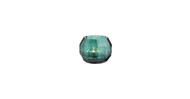 Fyrfadslys er den hurtigste vej til hygge. Tænd op i de farvede glas, der giver det smukkeste varme skær.