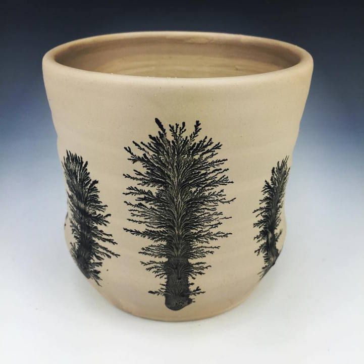 Ceramic artist Kevin Kowalskicreates bold surface designs on clay that transform right in front of your eyes. Using a mesmerizing pottery technique c