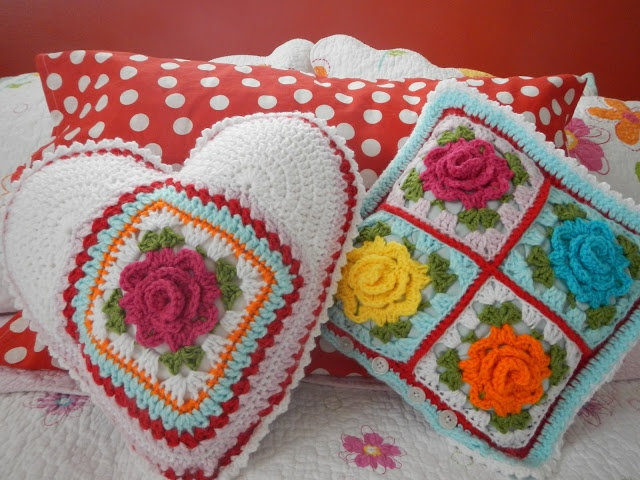 I want to make both these pillows - love the designs and colors.  http://appleblossomdreams.blogspot.com/2013/03/stash-buster-26-rose-pillows.html