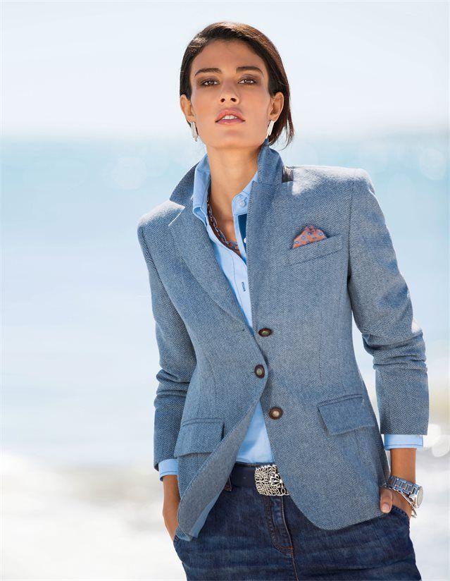 Damen Schurwoll-Blazer aus feiner Shetland-Wolle, Weite Damen-Jeans im Boyfriend-Style mit krempelbarem Saum, Bluse im Oxfordlook, Damen Ledergürtel mit großer Schließe