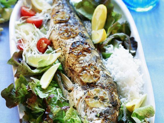 Im Ofen gebackener Barsch ist ein Rezept mit frischen Zutaten aus der Kategorie Fisch. Probieren Sie dieses und weitere Rezepte von EAT SMARTER!