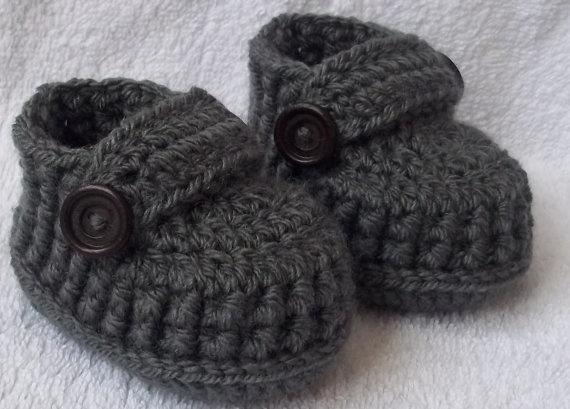 """Handmade baby shoes for newborn, 0-3 M or 3-6 M.     Newborn (3""""L x 2""""W)--it is 8cm x 5cm  0-3 mo (3.5""""L x 2""""W)--it is 9cm x 5cm  3-6 mo (3.75""""L x 2.2"""