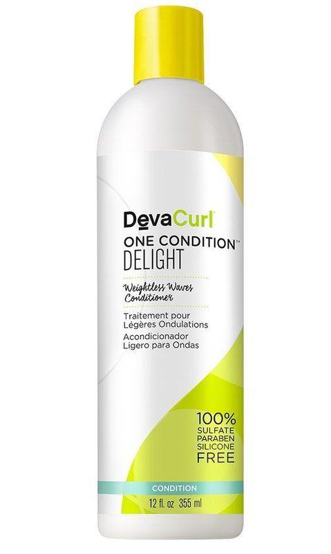 Deva Curl One Condition Delight Condicionador com hidratação leve, ideal para cabelos ondulados. Proporciona a quantidade perfeita de hidratação, desembaraça , reduz o frizz e cria ondas definidas que duram por mais tempo.