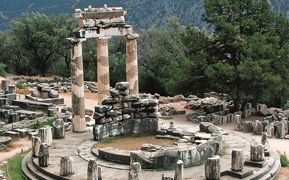 Foça'nın 5 bin yıllık tarihi kitaplaştı: UNESCO'nun Dünya Kültür Mirası Geçici Listesi'nde yer alan Foça; İyon, Bizans, Ceneviz ve Osmanlı dönemlerine ait izler taşıyor.