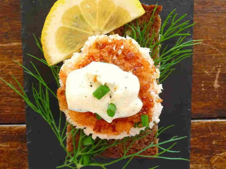 Fish cakes, usually cod, but sometimes salmon, are a fish smorrebrod topping. Eat fish smorrebrod followed by meat.