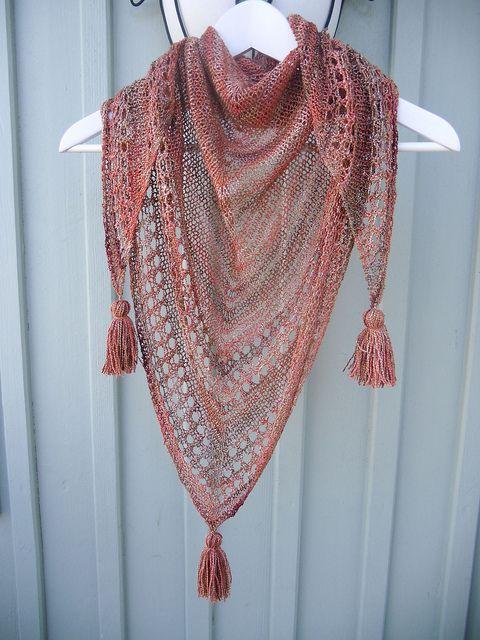 Light and Up triangular shawl, free knitting pattern