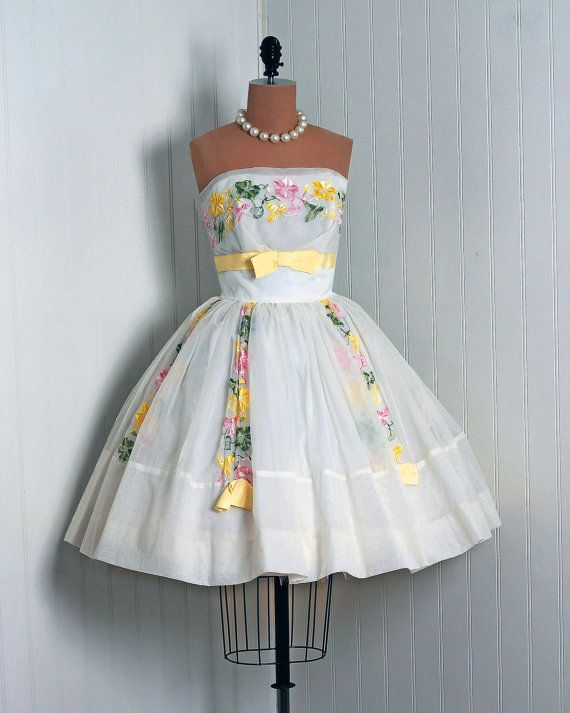 1950' s Embroidered Floral garden chiffon strapless shelf bust bow ballerina-cupcake circle-skirt.