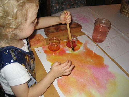Learning the wet-on-wet Waldorf-inspired method of painting with young children