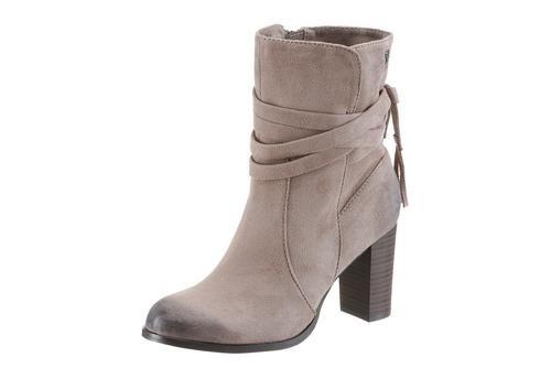 #TOM #TAILOR #Damen #Stiefel #grau Diese besonders schicken Tom Tailor Stiefeletten lassen den Arbeitsalltag entspannter angehen. Die Schuhe sind aus weichen Textil in Velourslederoptik gearbeitet und mit feinen Zierbändern versehen. Eine tragefreundliche Innenausstattung aus Textil sorgt auch nach einem anstrengenden Büroalltag für ein Wohlgefühl der Füße. Die Stiefeletten verfügen über einen 7,5 cm Absatz und lassen sich zum modischen Hosenanzug genauso gut tragen wie zum feinen Rock und…