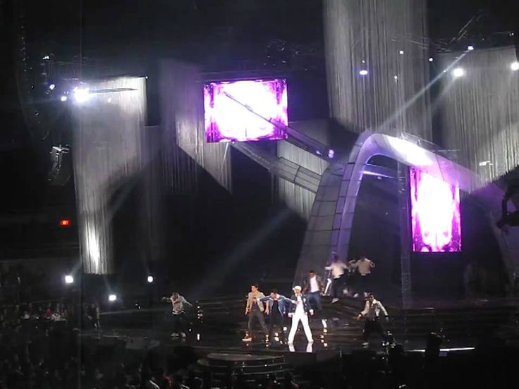 """This is the handsome Enrique Gil along with Mr. Pure Energy Gary Valenciano doing a dance number during their production number at the ABS-CBN 2011 Christmas Special, """"Da Best ang Pasko ng Pilipino"""" last December 13, 2011 at Smart Araneta Coliseum. #EnriqueGil #GaryValenciano #ABSCBNChristmasSpecial #DaBestPasko #DaBestangPaskongPilipino #DaBestangPaskongPinoy"""