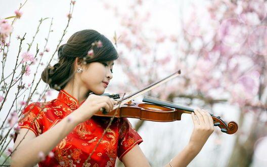 Обои Китаянка со скрипкой