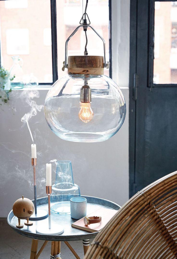 Kerze aus, Licht an: Diese Deckenleuchte schafft gepaart mit dem richtigen Leuchmittel eine Gemütlichkeit, wie es sonst nur Kerzenlicht schafft. Und das Ganze für unter 100 Euro.