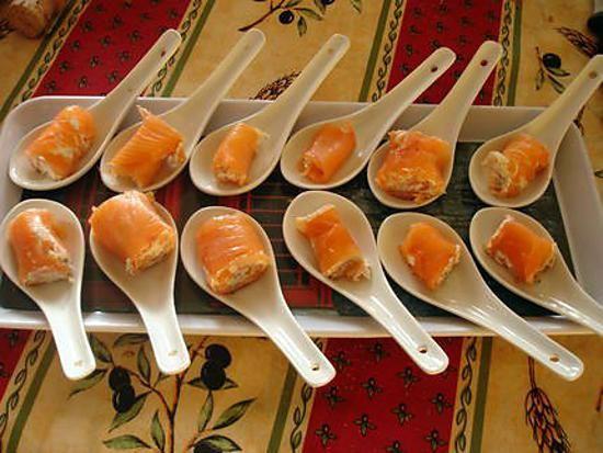 La meilleure recette de Bouchées de saumon au mascarpone et au citron vert! L'essayer, c'est l'adopter! 5.0/5 (7 votes), 8 Commentaires. Ingrédients: 4 belles tranches de saumon , 1 c à s de mascarpone , 1 citron vert , ciboulette , aneth , poivre ,