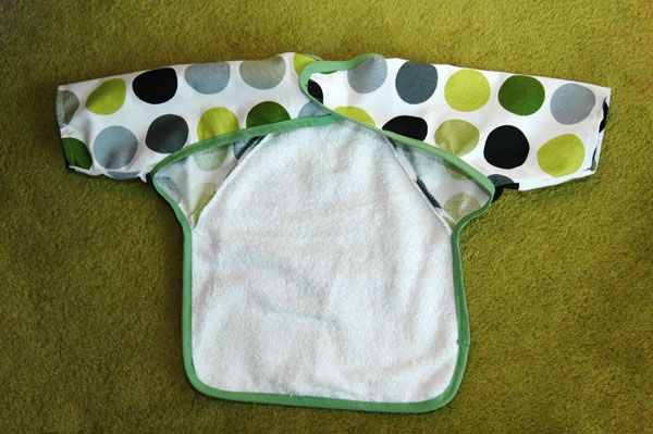 by  Fleeting Thing      Tutorial & Pattern - Today we are lucky to be sharing this easy and well explained Bib pattern.   Laura at Fle...
