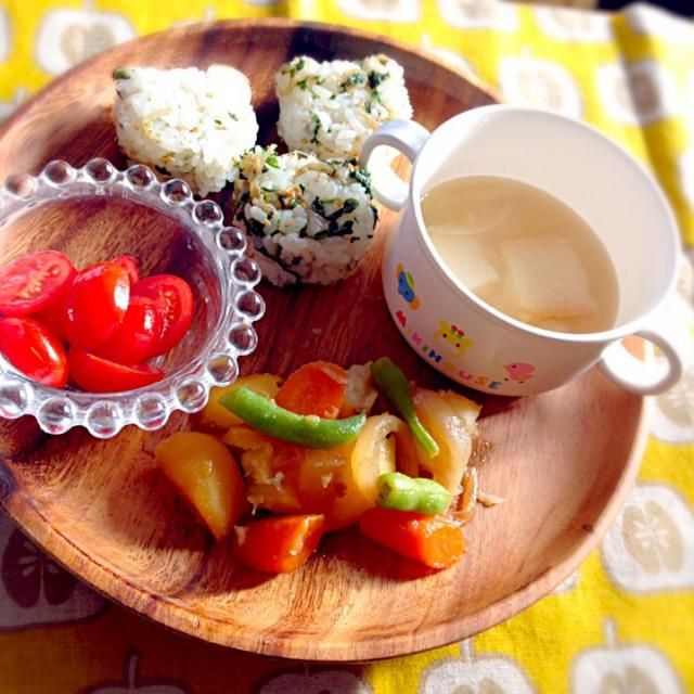 ・肉じゃが ・ミニトマト ・大根葉とじゃこのふりかけご飯 ・大根の味噌汁 - 14件のもぐもぐ - 息子夕食 肉じゃが by eri6812