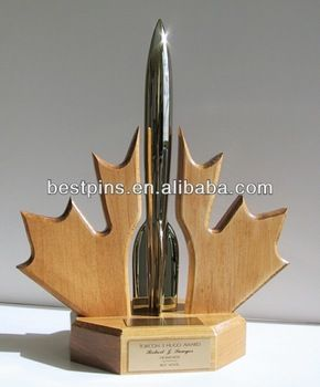 Torcon Hugo Award Trophy Maple Leaf Design Sawyer Wood