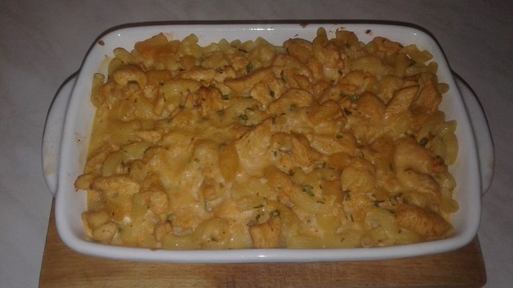 Tejszínes fokhagymás, sajtos – tejfölös, ananászos csirkemell, tésztával sütőben sütve!