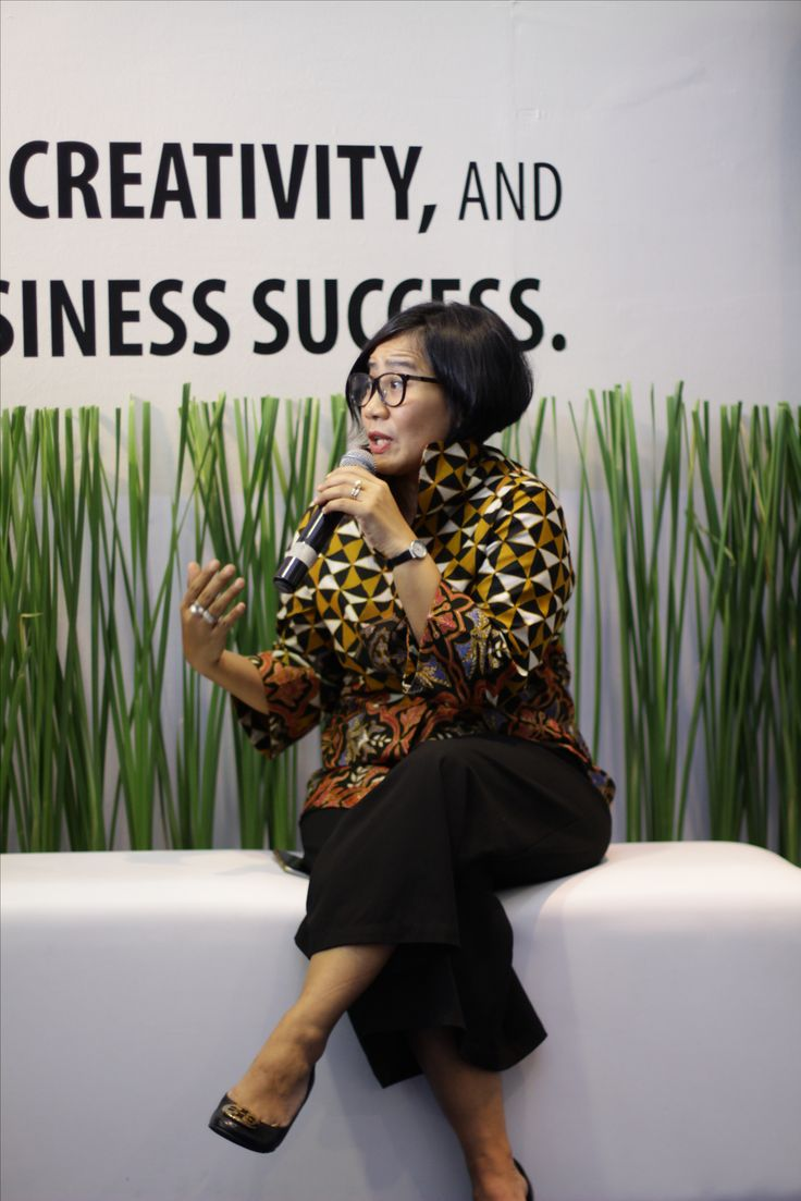 "Rina Renville also share her knowledge on ""Potential of Indonesian Designer Furnishing to Compete in the Market""."