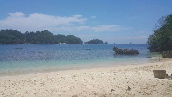 Tiga warna beach malang, jawa timur, indonesia