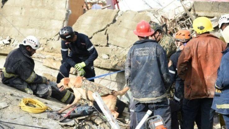 Organismos De Rescate Remueven Escombros De Viviendas En Busca De Personas