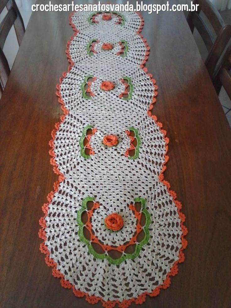 Artesanatos em Crochês Vanda: TRILHO PARA MESA COM 5 ROSAS E GRÁFICO
