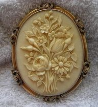 Victorian Ivory Cameo of a Bouquet of Flowers in 15k Gold Frame, France, c. 1860-1870