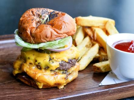 Dive into the new guard of Los Angeles burgers.