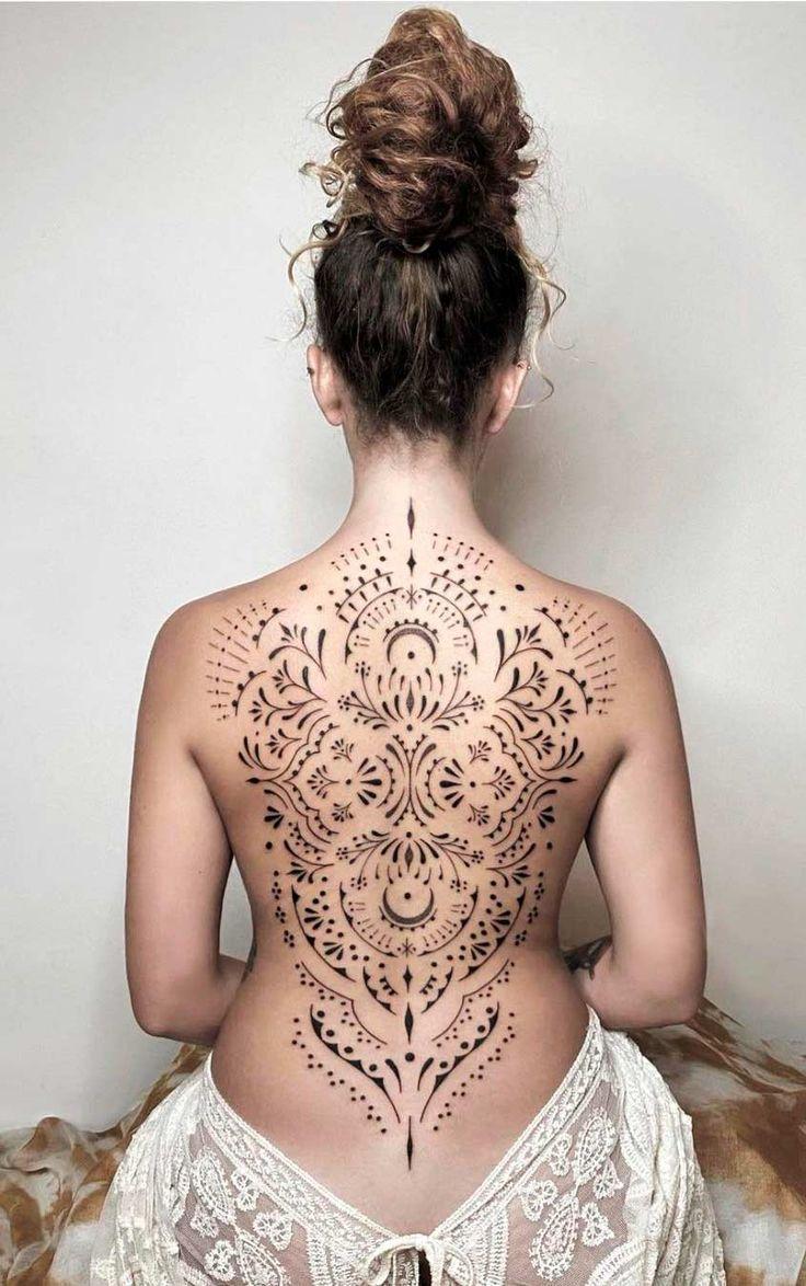 Tatuagens femininas nas costas: Confira as melhores de 2020 - Fotos e Tatuagens em 2021 | Modelos de tatuagem feminina, Mulheres com tatuagem nas costas, Tatuagens