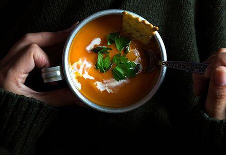 GULERODSSUPPE Gulerødder er billige, sunde, mættende og fulde af smag, og så kan de bruges på utallige måder.