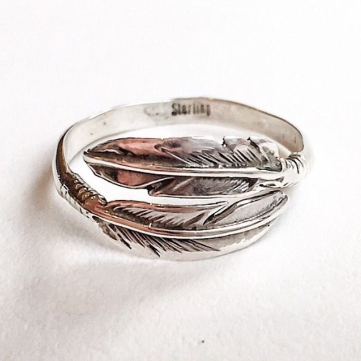 N A V A J O || Sterling Silver Feather Ring || Hand crafted by Navajo Artisans and available in our 'Navajo' Collection || www.indieandharper.com