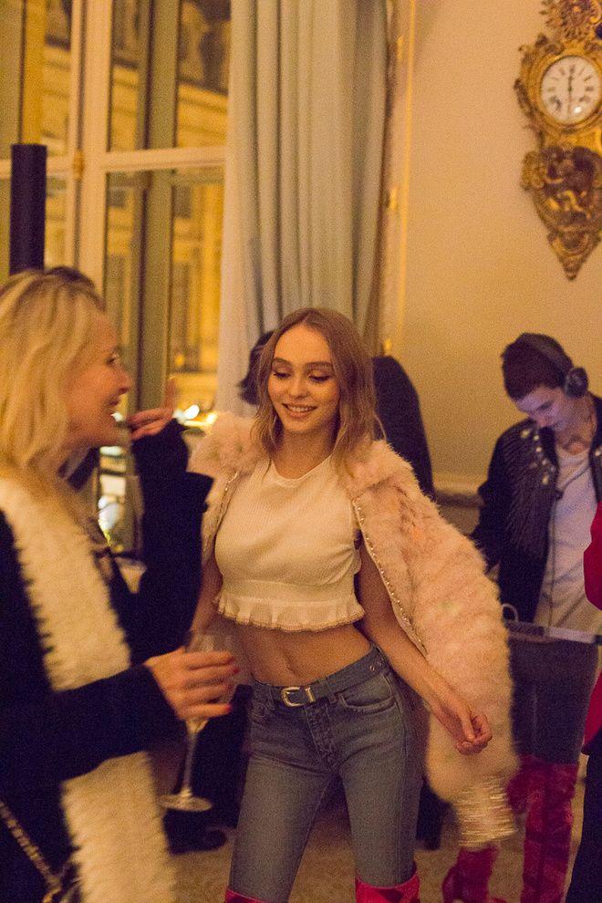 Lily-Rose Depp à la soirée Vogue & Chanel au Ritz à Paris