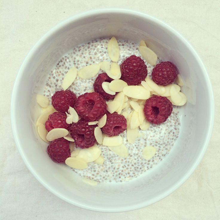 Porridge de chia au yaourt, framboises