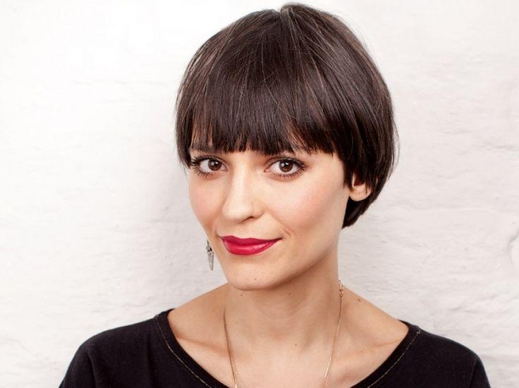 Vanessa Rozan ensina como passar um batom vermelho que não borra e dura o dia inteiro
