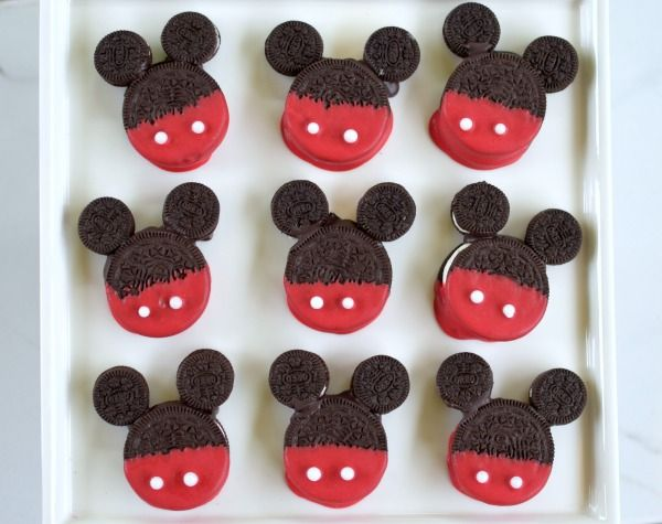 Get everyone together for a play date and make these Easy Mickey Mouse Cookie Treats to enjoy while watching Disney Junior's Mickey and the Roadster Racers.