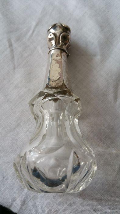 Kristallen odeur flacon met zilveren dopje en halsje, Nederland, eind 19e eeuw